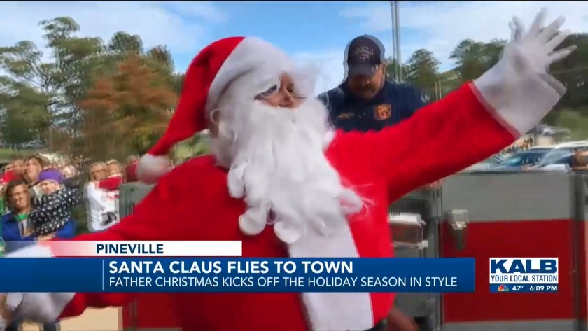 Santa Claus Flies to Town