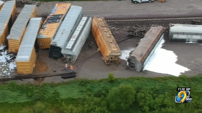 No one hurt after train derails in Tama County