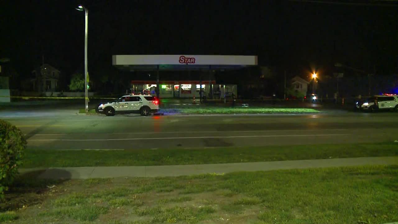 Gas station shooting sends Des Moines man to hospital