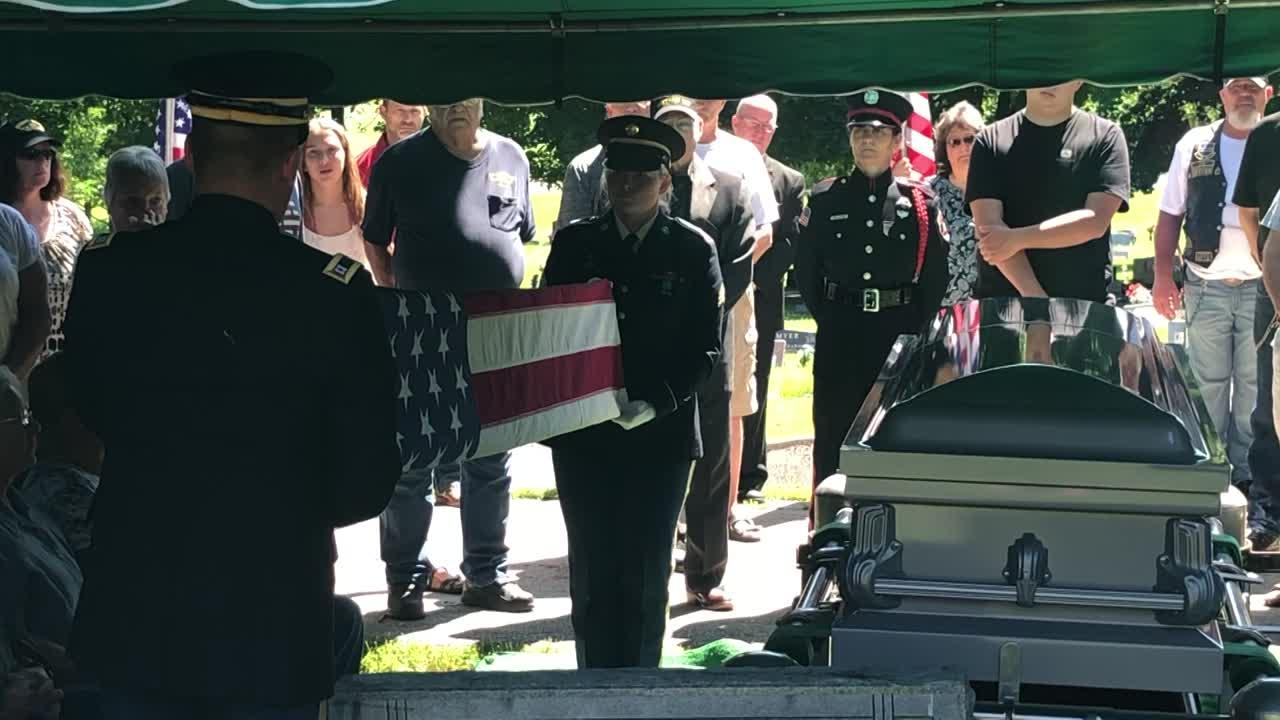 Hundreds pack local veteran's funeral