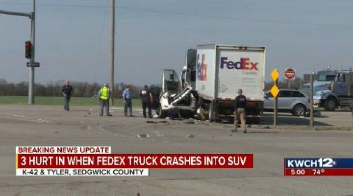 3 hurt in crash southwest of Wichita