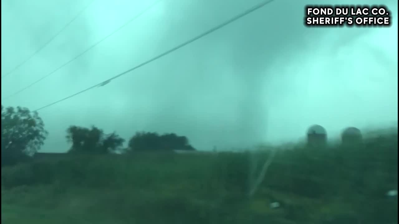 VIDEO: Deputy captures tornado