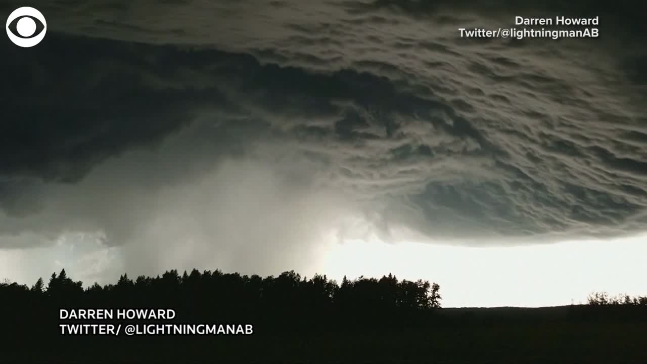 TIME-LAPSE VIDEO: Crazy cloud formation in Canada