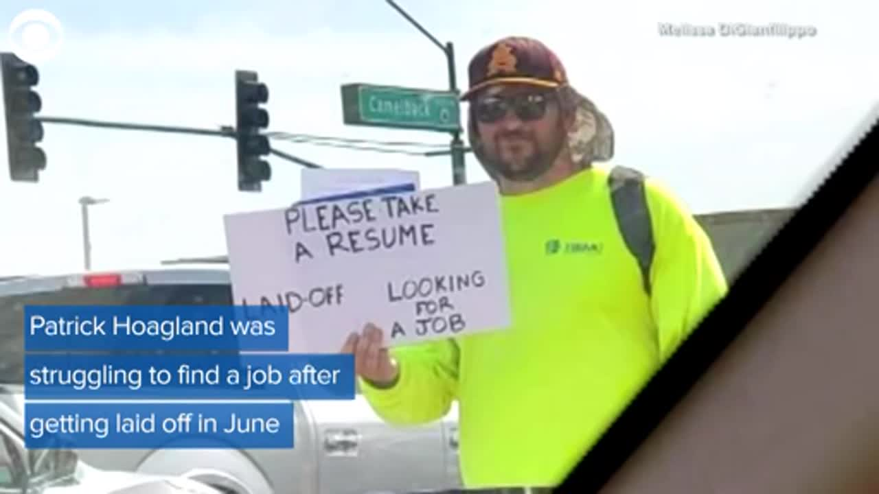 WATCH: Man hands out resumes on street