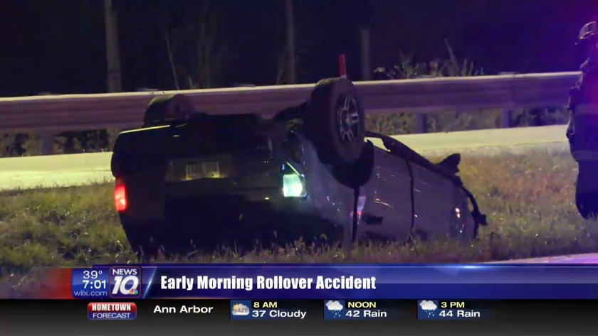 Early morning rollover accident in Lansing Township
