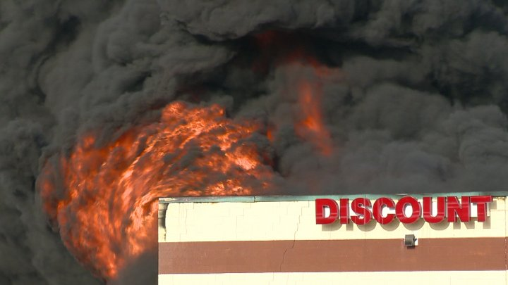 What Time Does Discount Tire Close >> Fire At Flint Township Tire Store Leaves Customer Without A Set Of