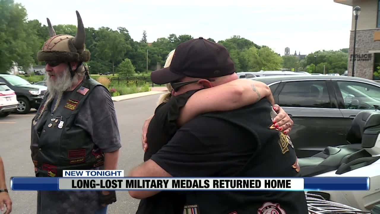 Veteran drops off long lost military medals to Baraboo family