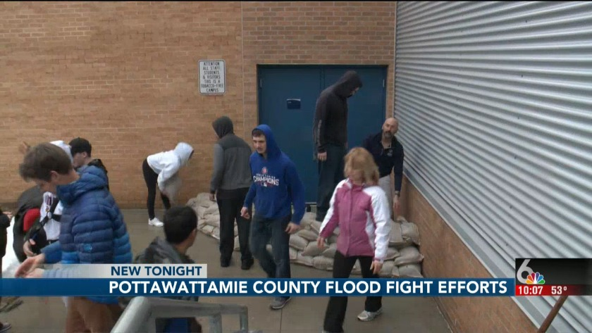 Council Bluffs apartment tenants evacuate after Mosquito Creek floods