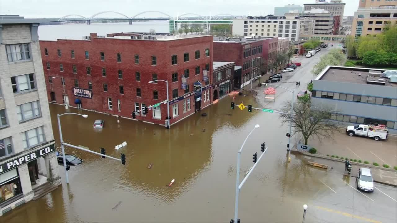 Mississippi River reaches record high level in Quad Cities